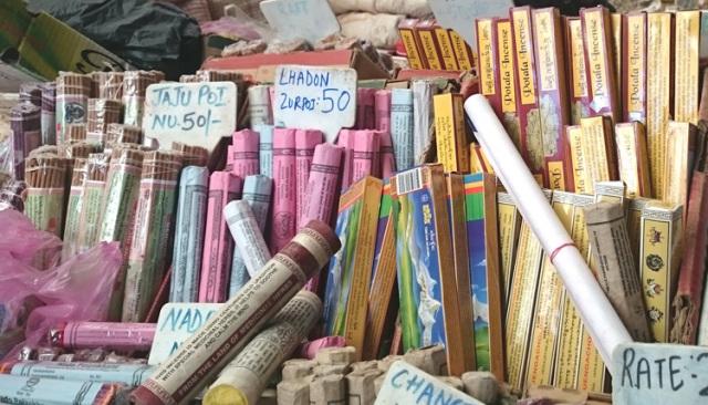 ブータン市場のお香売り場